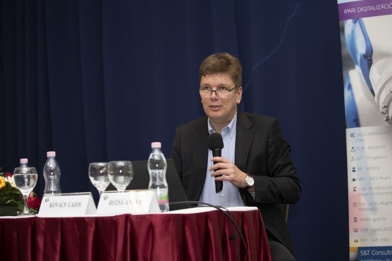 """""""IPAR 4.0 és a versenyképesség""""  Jövőbemutató eszközök és módszerek a mindennapokban"""