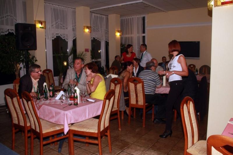XIX. Nemzeti Konferencia fotói; 2012. szept. 13-Ünnepi vacsora II.rész - Az ISO 9000 FÓRUM 2012. szeptember 13-14. között rendezte meg Balatonvilágoson a Frida Family Hotelben a XIX. Nemzeti Konferenciát. A rendezvényt nagy látogatottságnak örvendett és szakmailag is értékesnek bizonyúlt. Az szabadidős programok és az ünnepi v
