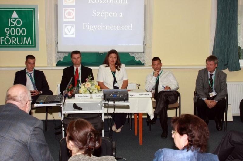 XIX. Nemzeti Konferencia: Fenntarthatóság szekció és Kerekasztal fotói - Az ISO 9000 FÓRUM 2012. szeptember 13-14. között rendezte meg Balatonvilágoson a Frida Family Hotelben a XIX. Nemzeti Konferenciát. A rendezvényt nagy látogatottságnak örvendett és szakmailag is értékesnek bizonyúlt. A mellékelt fotókon a hallgatóság, az
