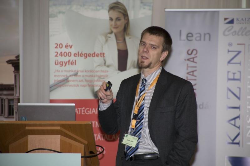 XXI. Nemzeti Minőségügyi Konferencia: Kiválóság szekció - Az ISO 9000 FÓRUM Egyesület 2014. szeptember 11-12. között tartotta meg a XXI. Nemzeti Minõségügyi Konferenciát A RAMADA Balaton Konferencia Hotelben. A rendezvényen 387 fõ vett részt, 45 elõadás hangzott el a 8 szekcióban.