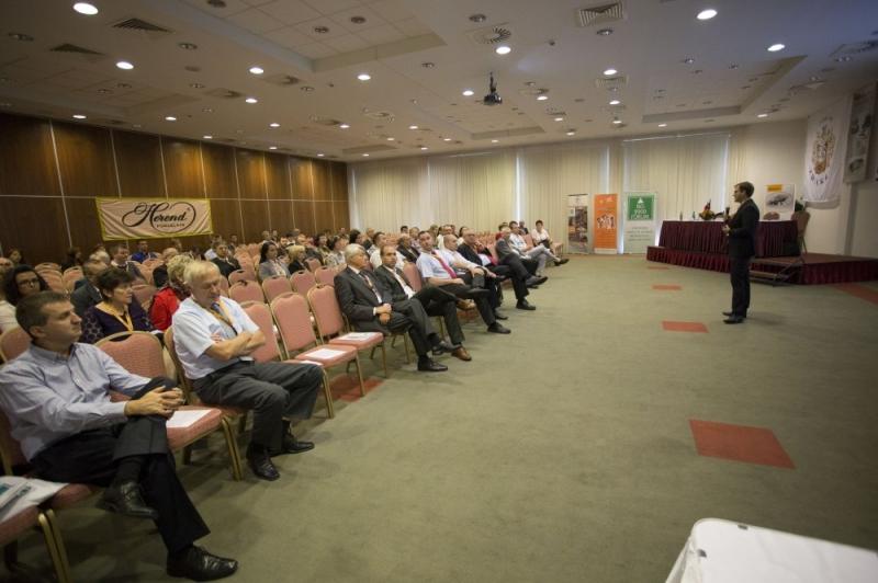 XXI. Nemzeti Minőségügyi Konferencia: LEAN szekció - Az ISO 9000 FÓRUM Egyesület 2014. szeptember 11-12. között tartotta meg a XXI. Nemzeti Minõségügyi Konferenciát A RAMADA Balaton Konferencia Hotelben. A rendezvényen 387 fõ vett részt, 45 elõadás hangzott el a 8 szekcióban