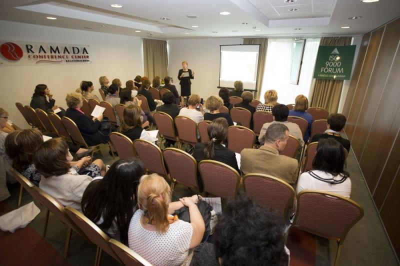 XXI. Nemzeti Minőségügyi Konferencia: Közoktatás műhelymunka - Az ISO 9000 FÓRUM Egyesület 2014. szeptember 11-12. között tartotta meg a XXI. Nemzeti Minõségügyi Konferenciát A RAMADA Balaton Konferencia Hotelben. A rendezvényen 387 fõ vett részt, 45 elõadás hangzott el a 8 szekcióban.