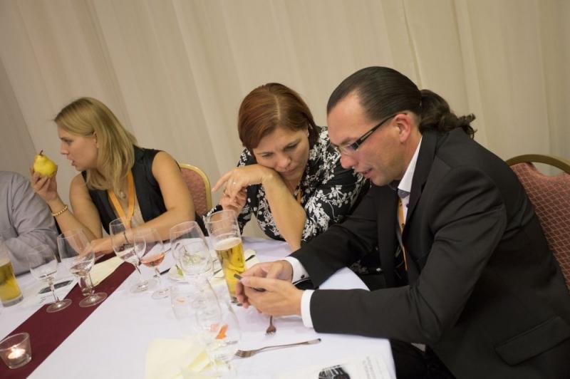 XXI. Nemzeti Minőségügyi Konferencia: Gálavacsora - Az ISO 9000 FÓRUM Egyesület 2014. szeptember 11-12. között tartotta meg a XXI. Nemzeti Minõségügyi Konferenciát A RAMADA Balaton Konferencia Hotelben. A rendezvényen 387 fõ vett részt, 45 elõadás hangzott el a 8 szekcióban.