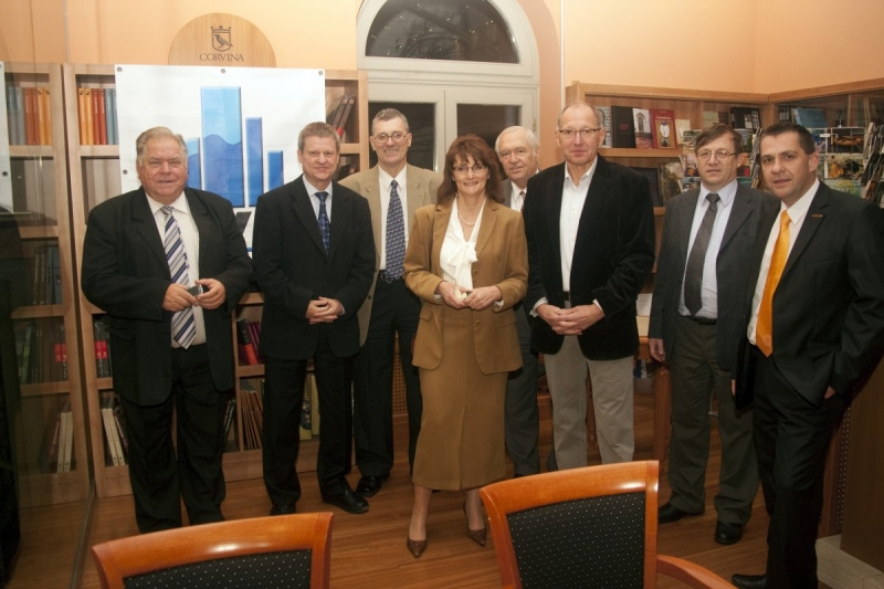 Az ISO 9000 FÓRUM 2013. évi Szakmai és Kulturális Évzáró rendezvénye - Az ISO 9000 FÓRUM tagsága december 6-án Budapesten tartotta meg évzáró rendezvényét a KOGART HÁZ-ban. Ezt megelőzőn a tagok jó része a