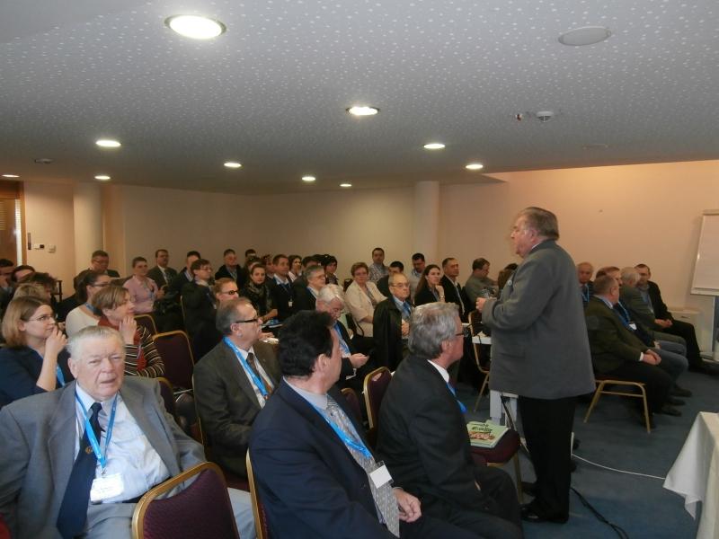 2014. március 13-án megtartottuk az ISOFÓRUM Tavasz II. szakmai konferenciát - Folytattuk a tavaszi szakmai rendezvényeink sorozatát és örültünk, hogy számos érdeklődő tisztelte meg jelenlétével a konferenciát. A konferencia után az MSZT ügyvezető igazgatója, Pónyai Györgyí úr tartott hiteles, vitaindító tájékoztatást a szervez.